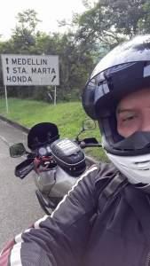 Un motociclista ( mi hijo) mostrándonos la ruta!!